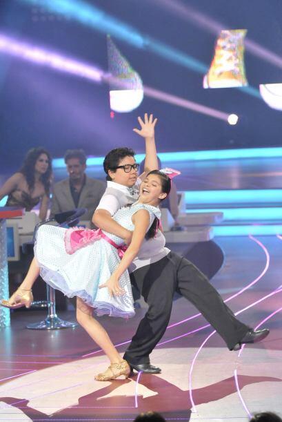 Los bailarines perfeccionan cada vez más sus piruetas.