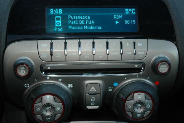 El radio, aunque de sieño sencillo, tiene todo lo que se necesita en est...