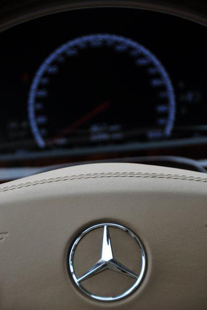 En cada detalle del S63 AMG, Mercedes-Benz le imprimió su diseño sofisti...