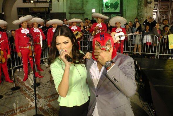 ¡Claro! Ana Patricia quería deleitar a todos con su dulce voz.
