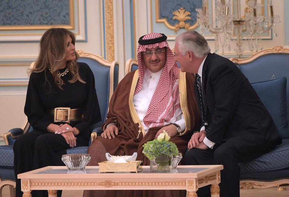 La primera dama fue saludada de manera afectuosa por el rey saudita.