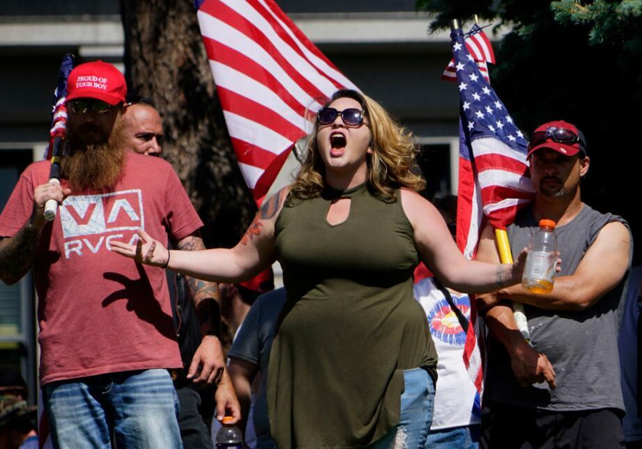 Los manifestantes anti-Sharia en Denver se enfrentaron verbalmente a las...