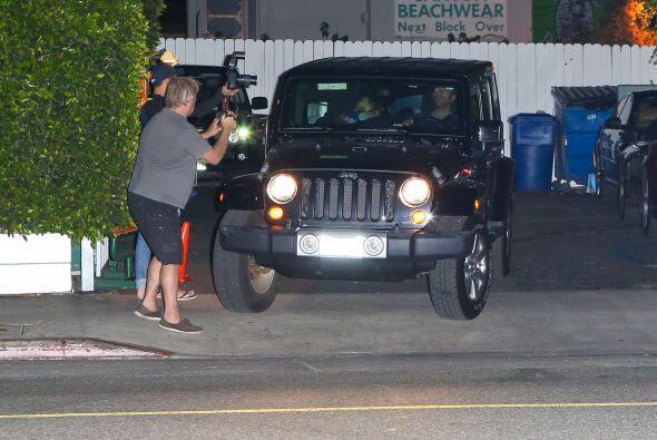 Al salir del restaurante Giorgio Baldi de Los Ángeles los paparazzi se l...