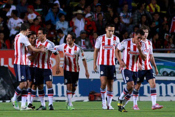 Comenzando con los aficionados de Chivas, los seguidores rojiblancos esp...
