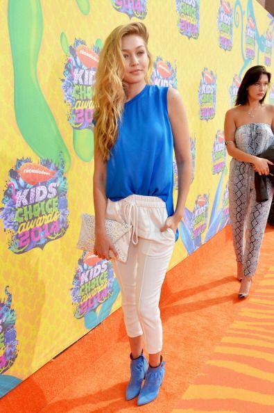 La modelo Gigi Hadid posó ante las cámaras de los Kids Choise Awards muy...