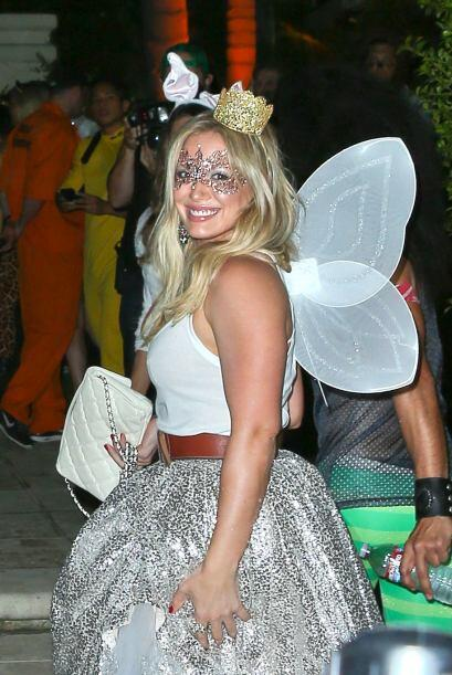En la misma fiesta se encontraba Hilary Duff que traía puesto un...