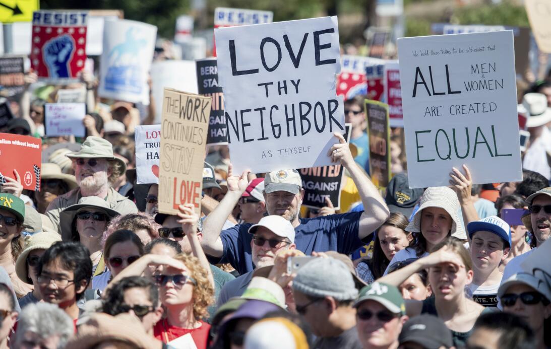 Protesta Berkeley vs Alt-Right
