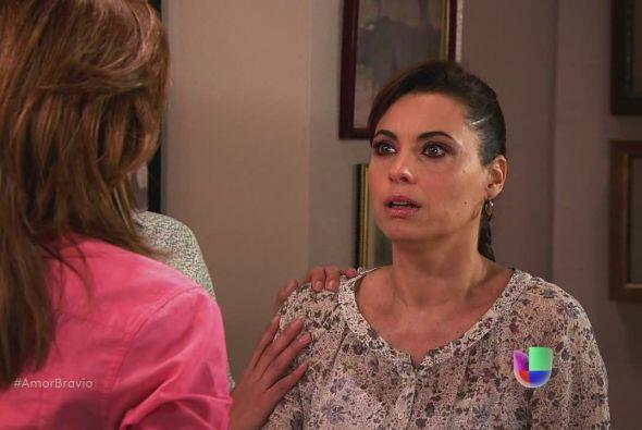 Piedad está preocupada por algo que ha sentido en el pecho. Camila le di...