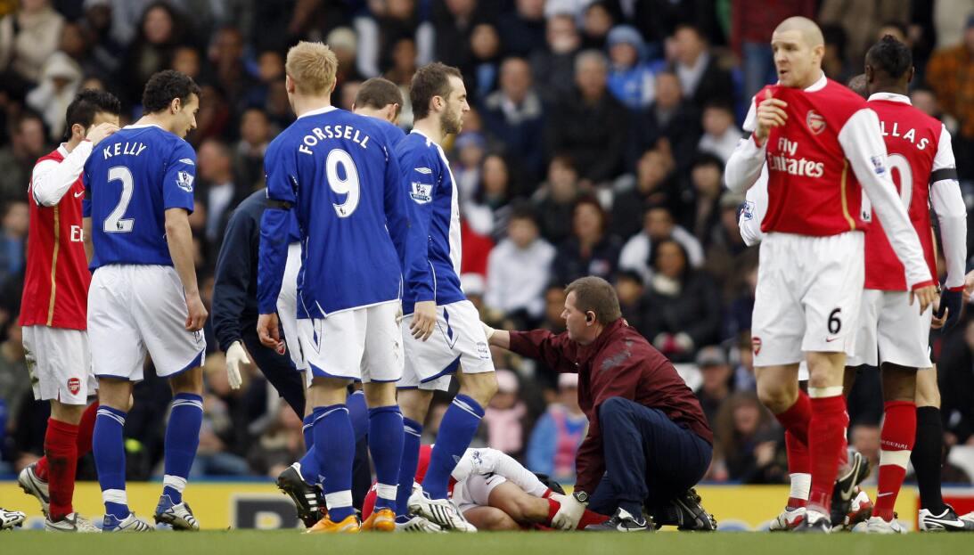 Lesiones escalofriantes en el fútbol mundial gettyimages-79981183.jpg