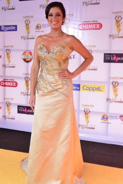 Un vestido sensacional lució en la afombra amarila de los TVyNovelas nue...