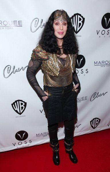 Otra que se niega rotundamente a envejecer es Cher.