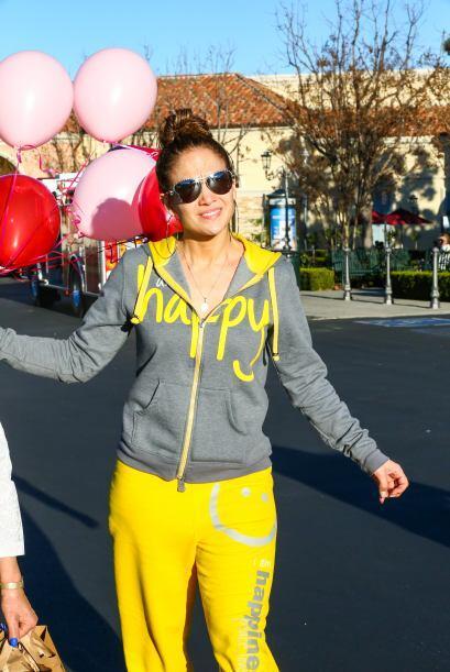 Jennifer Lopez nos presume sus compras. Mira aquí los videos m&aa...