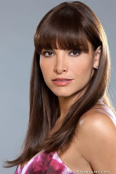 Esperanza (Fabiola Campomanes) es una muchacha con baja autoestima. Estu...