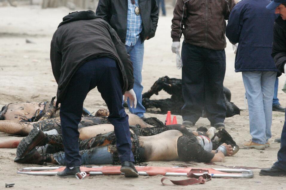 Seis hombres quemados y con el tiro de gracia.