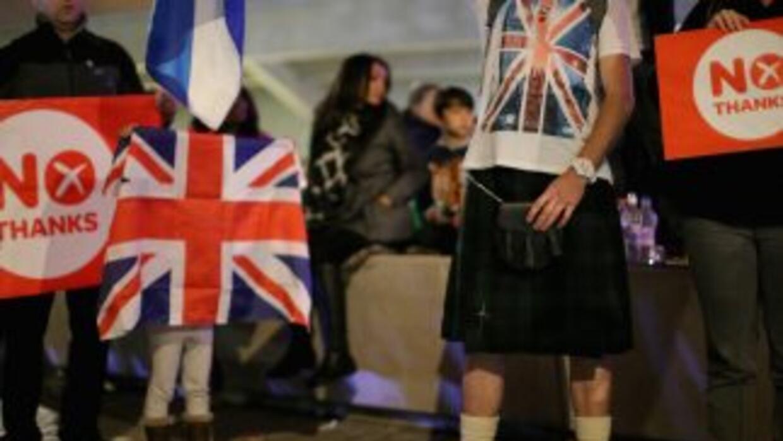 Un sondeo divulgado al cierre de las urnas en Escocia otorga un 54% de v...