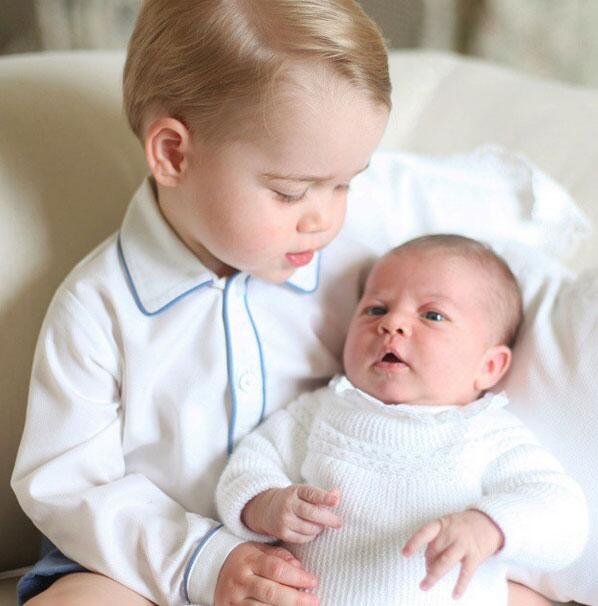 George y su hermanita Charlotte