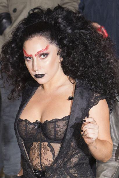 Parece que a la cantante se le adelantó la noche de brujas y sacó todo e...