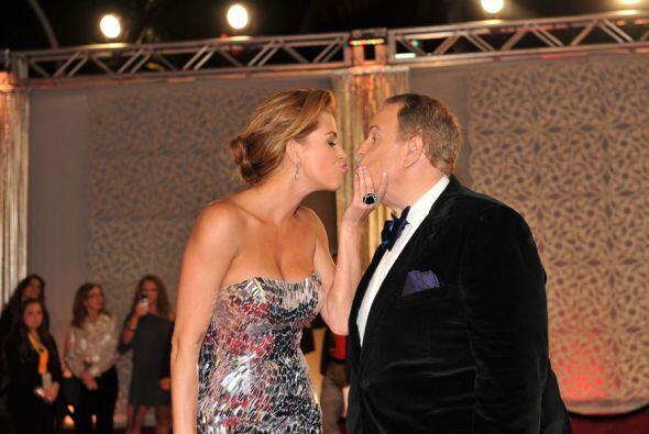 Con Alicia Machado también se dio tierno 'kiss'.