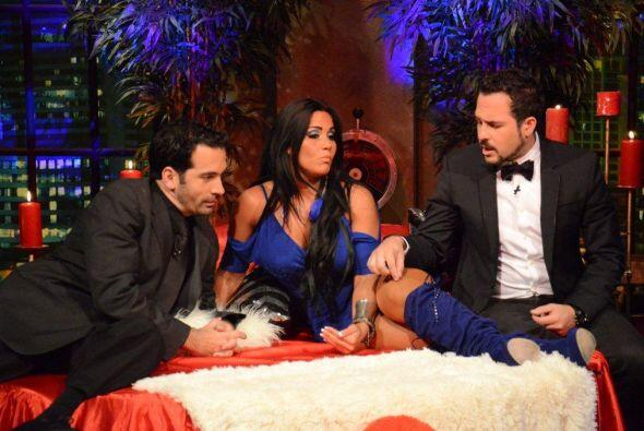 Carlos le cuenta a la especialista en sexo sus problemas para conquistar...