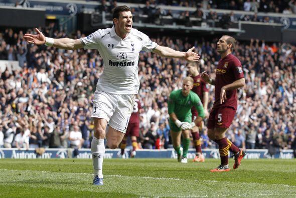 Finalmente, el galés Gareth Bale aparece en la mitad de campo por...