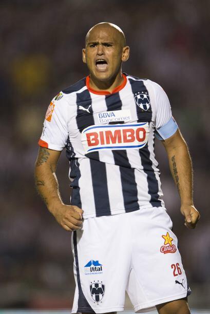 El delantero chileno Humberto Suazo ha anotado ocho goles a los escualos...