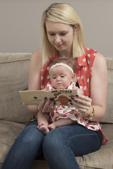 Bebé salvado por un libro