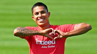 Carlos Salcedo inicia recuperación y agradece el apoyo de todos