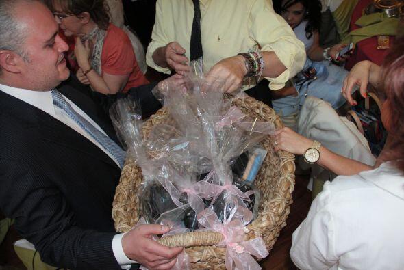 Los regalos por parte de los padrinos estuvieron muy lindos. Regina Azcá...