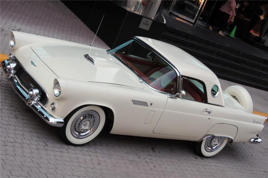 Los formidables carros del clan Kardashian-Jenner cdn4uvnimg.png