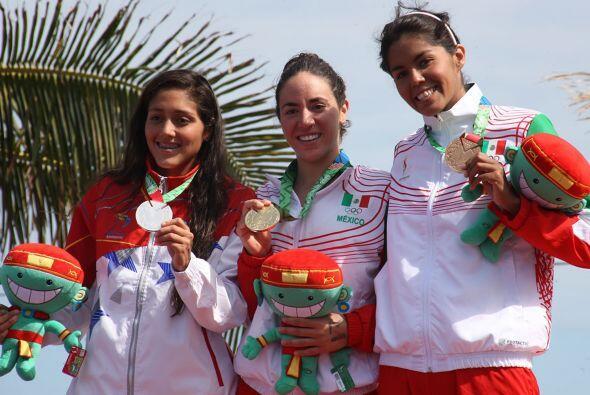 La nadadora mexicana Montserrat Ortuño obtuvo la medalla de oro en la pr...