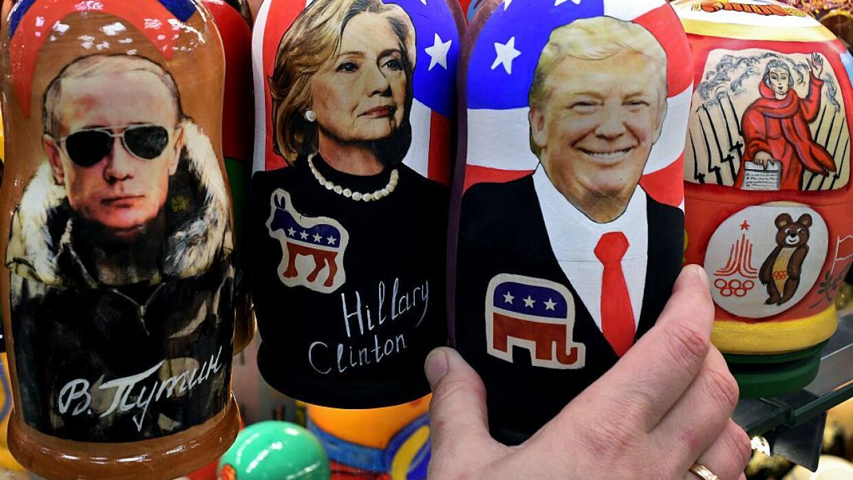 Muñecas Matryoska rusas con las imágenes del presidente de Rusia Vladimi...