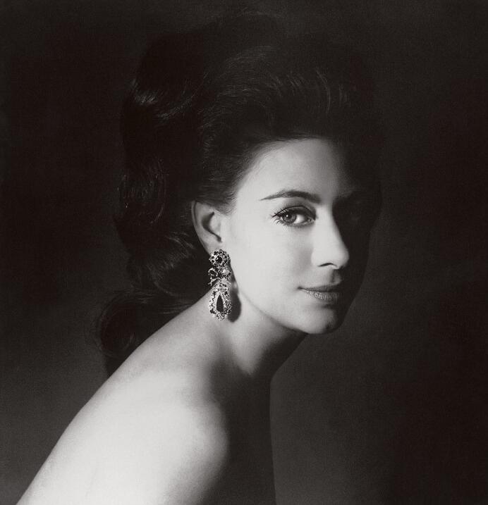 Hay fiebre de bodas en Buckingham: la prima del príncipe Harry también s...