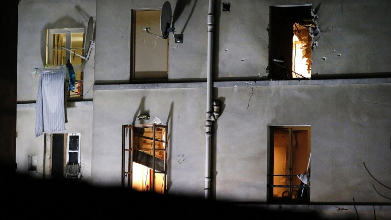 Aspecto del edificio donde se realizó la redada en Saint Denis.