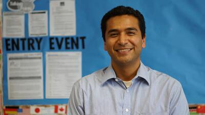 Educación alternativa que comienza en la comunidad: Canek Peña-Vargas, un maestro excepcional