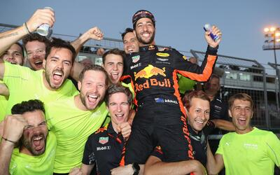 Salaries For New College Graduates in 2012 Daniel Ricciardo festeja 2.jpg