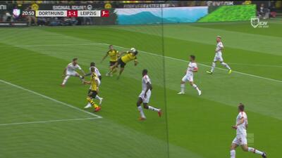 ¡Definió como un 'killer'! Dahoud empata para el Dortmund en gran remate de cabeza