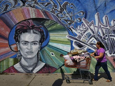 En fotos: Toman las calles por un mayor salario mínimo SOP_AP_SPANA_SPAN...