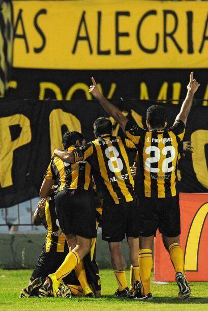 Peñarol logró un importante triunfo en el Grupo 8 de la Li...