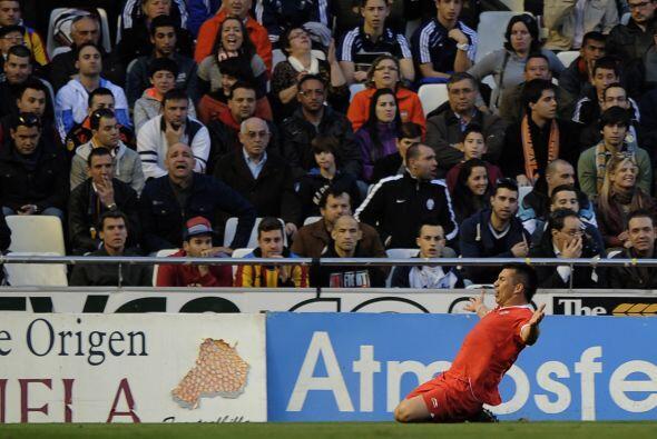 La defensa inicia con sangre latina, el lateral chileno Gary Medel.