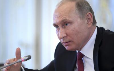Vladimir Putin, presidente ruso, habla en un encuentro con periodistas i...