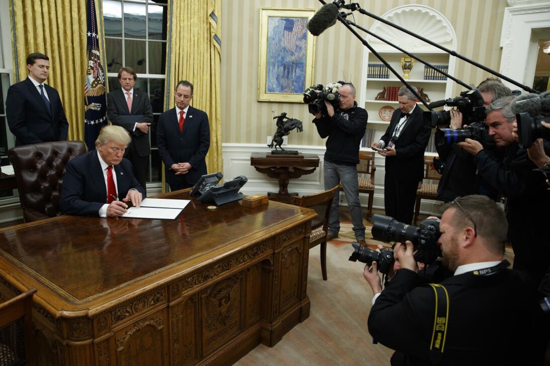 Oval Office Donald Trump
