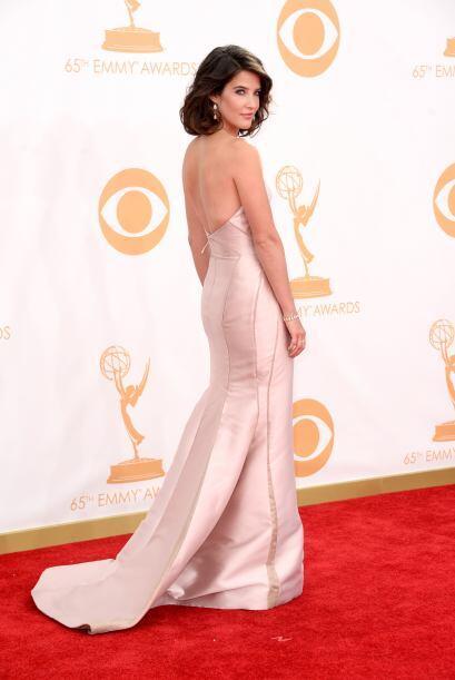 Cobie Smulders lució muy linda con este vestido, cuyo brillo de la tela...