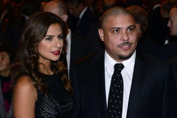 El ex futbolista brasileño Ronaldo no fue nada mal acompañado, por su no...