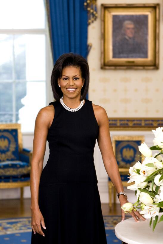 Siguiendo la tradición así posó Michelle Obama en el retrato oficial de...