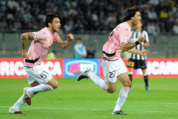 Casi arrancando el duelo, el argentino Javier Pastore abrió el marcador.