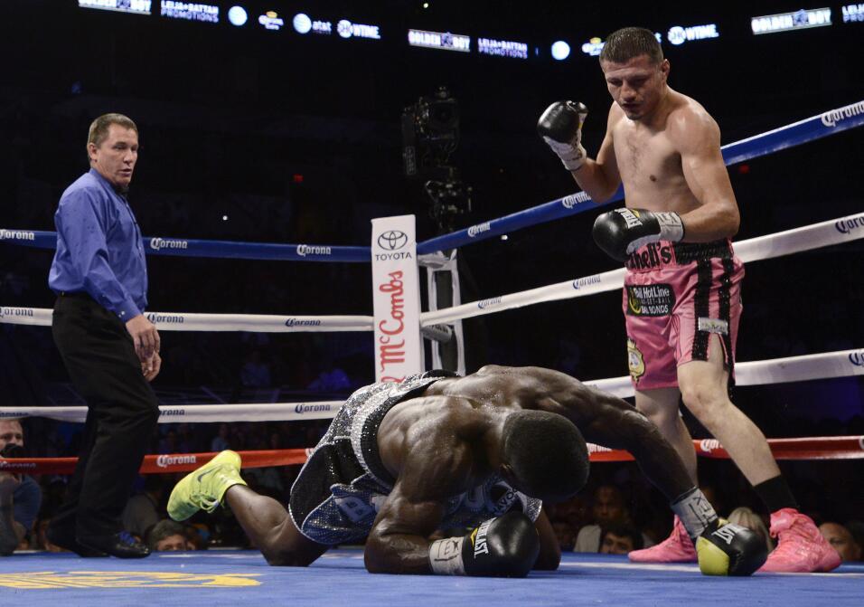 Floyd Mayweather Jr. confirmó rumores y peleará con Andre Berto AP_44270...