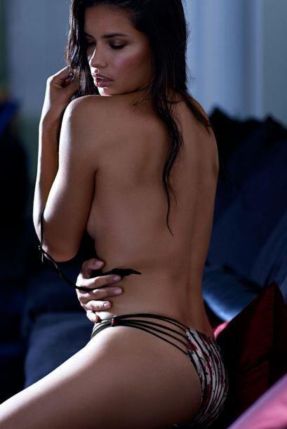 Una vez más Adriana Lima se convierte en una de las modelos más hot de l...