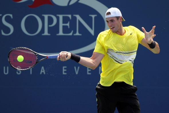 El local John Isner[28] derrotó al francés Gilles Simon(FRA)7(7)-6(2),...