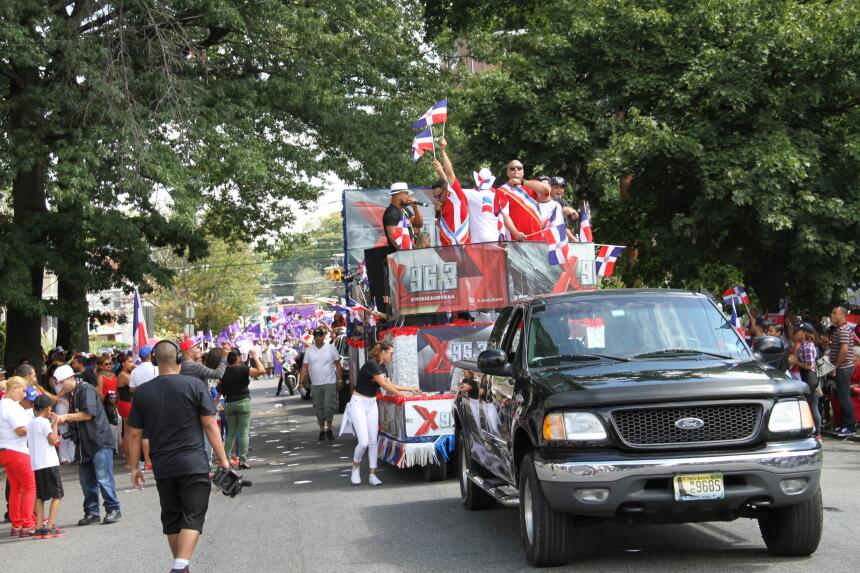 Celebra La X en el Desfile Dominicano en NJ IMG_1872.JPG