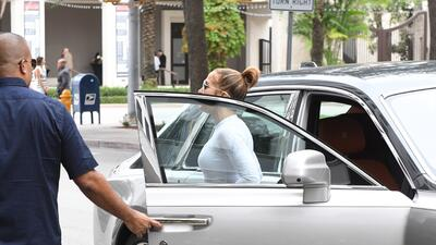 Con 'Dinero', Jennifer López logra que decenas de personas se ejerciten en Miami 😱